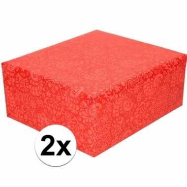 Feestwinkel | 2x gekleurd cadeaupapier met licht rood motief 70 x 200