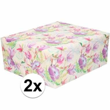 Feestwinkel | 2x gekleurd cadeaupapier met tropische bloemen en vogel
