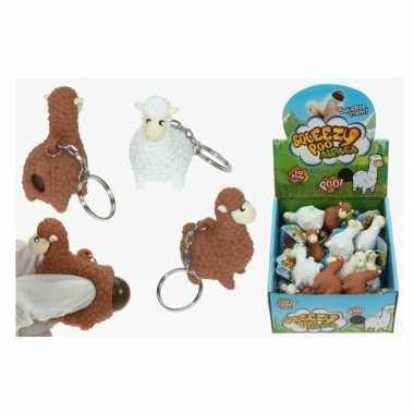 Feestwinkel | 2x poepende lama/alpaca sleutelhanger bruin 9 cm morgen