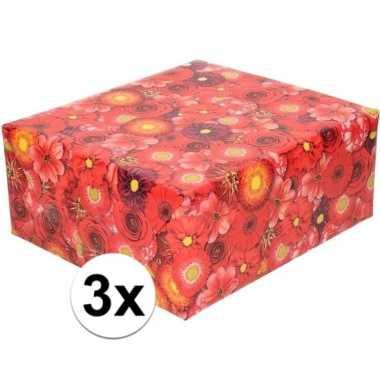 Feestwinkel | 3x rood cadeaupapier met bloemen 70 x 200 cm morgen ams