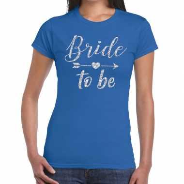Feestwinkel | bride to be zilveren letters fun t-shirt blauw voor dam