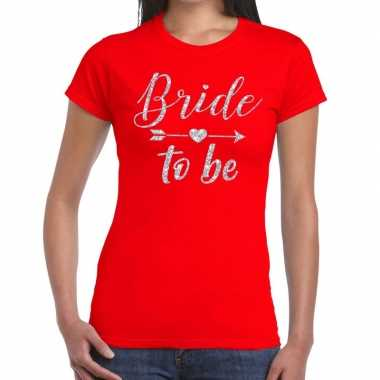 Feestwinkel   bride to be zilveren letters fun t-shirt rood voor dame