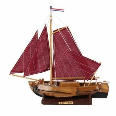 Feestwinkel | decoratie vissersboot botter met rode zeilen 25 cm morg