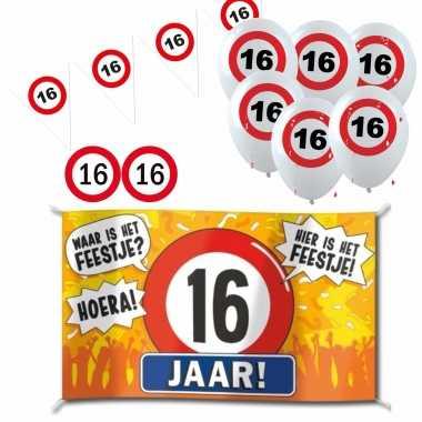 Feestwinkel   feestartikelen 16 jaar verjaardag versiering pakket verkeersborden morgen amsterdam
