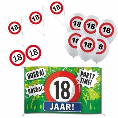Feestwinkel | feestartikelen 18 jaar verjaardag versiering pakket verkeersborden morgen amsterdam