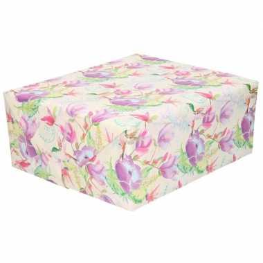 Feestwinkel   gekleurd cadeaupapier met tropische bloemen en vogels 7