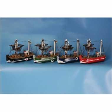 Feestwinkel | groen miniatuur vissersbootje hout morgen amsterdam