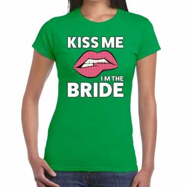 Feestwinkel | kiss me i am the bride groen fun-t shirt voor dames mor