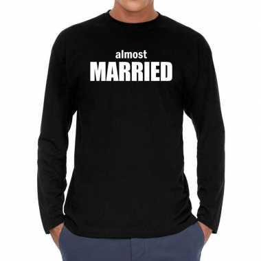 Feestwinkel | long sleeve t-shirt zwart met almost married bedrukking