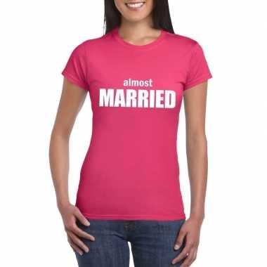 Vrijgezellenfeest almost married fun t-shirt roze voor dames