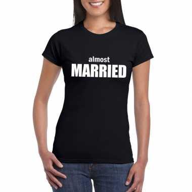 Feestwinkel | vrijgezellenfeest almost married fun t-shirt zwart voor