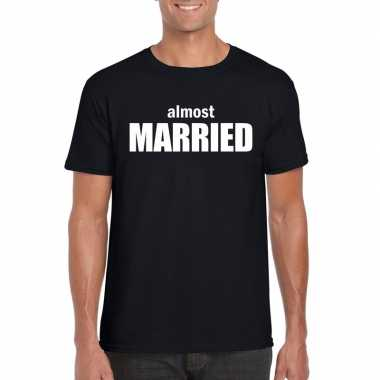 Feestwinkel | vrijgezellenfeest almost married t-shirt zwart voor her