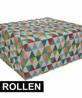 2x gekleurd cadeaupapier met grafische print 70 x 200 cm