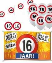 Feestartikelen 16 jaar verjaardag versiering pakket verkeersborden