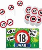 Feestartikelen 18 jaar verjaardag versiering pakket verkeersborden 10282187