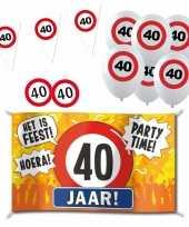 Feestartikelen 40 jaar verjaardag versiering pakket verkeersborden 10282189