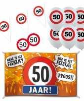 Feestartikelen 50 jaar verjaardag versiering pakket verkeersborden 10282191