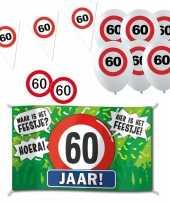 Feestartikelen 60 jaar verjaardag versiering pakket verkeersborden 10282193