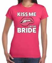 Kiss me i am the bride roze fun t-shirt voor dames
