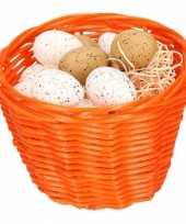 Oranje paasmandje met plastic kwartel eieren 14cm